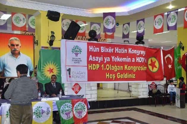 Türk ve PKK Bayrağını Yan Yana Astılar!