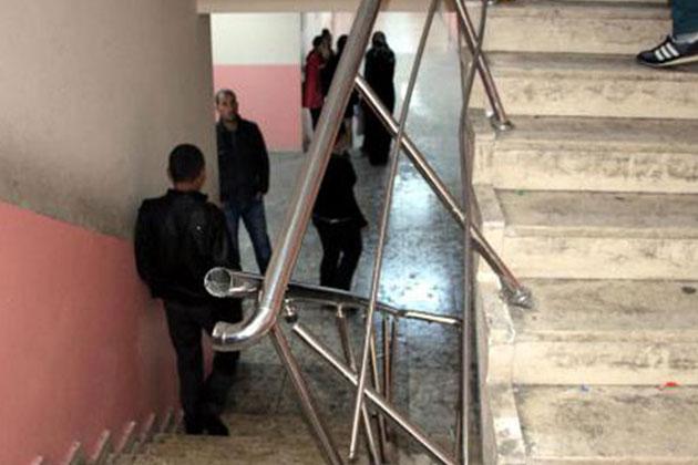 Şırnak'ta Merdiven Korkuluğu Yıkıldı