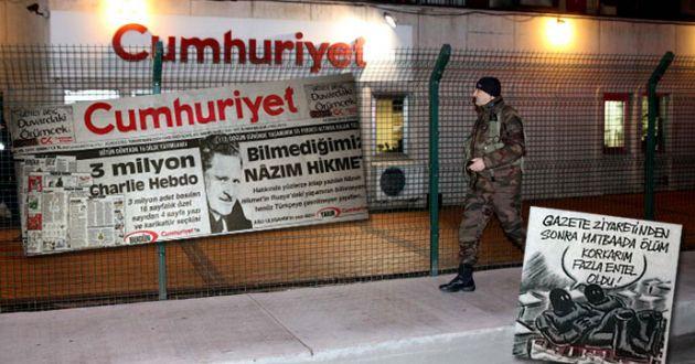 Cumhuriyet Charlie Hebdo'yu Türkçe Yayımladı