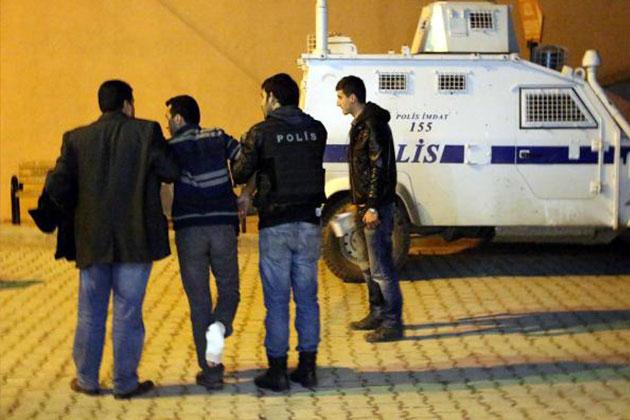 Öcalan Protestosunda Bir Polis Vuruldu