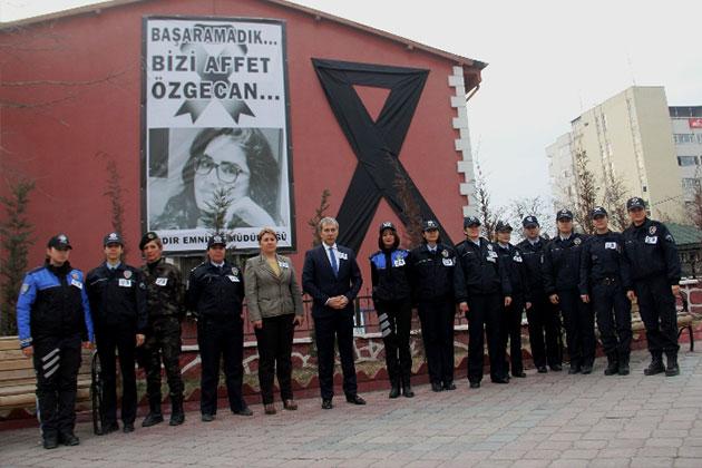 Iğdır'da Kadın Polislerden Özgecan İçin Eylem