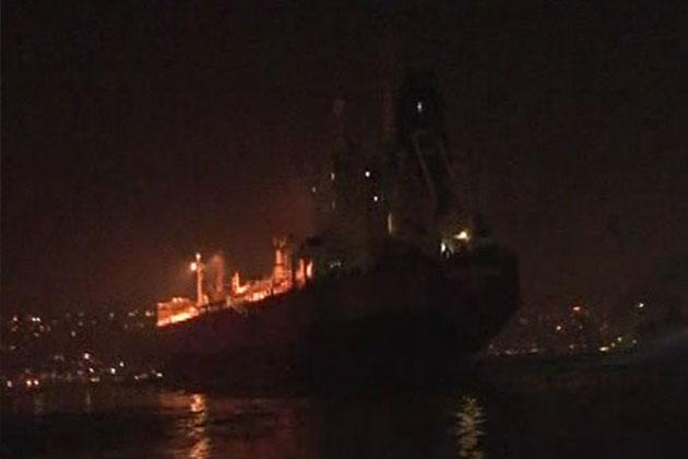 İstanbul Boğazı'nda Petrol Gemisi Demir Attı