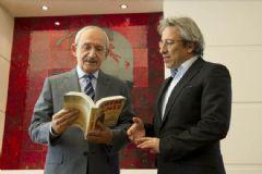 Can Dündar Kemal Kılıçdaroğlu'na Kitap Hediye Etti