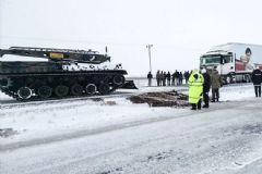 Ankara'da Kaza Yapan TIR'ları Tanklar Kurtardı