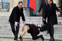 Danimarka Başbakanı Paris'te Düştü