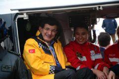 Başbakan Davutoğlu Ambulans Dağıttı!