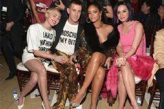 Katy Perry Ödül Törenine Terlikle Geldi