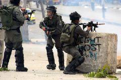 İsrail Askerleri Filistinli Genci Öldürdü!
