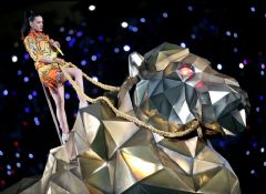 Katy Perry Super Bowl'a Damga Vurdu