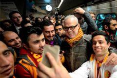 Galatasaraylı Yöneticiler Maça Taraftarlarla Metroda Gitti
