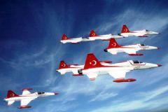 Türk Yıldızları'ndan İzmir'e Mesaj