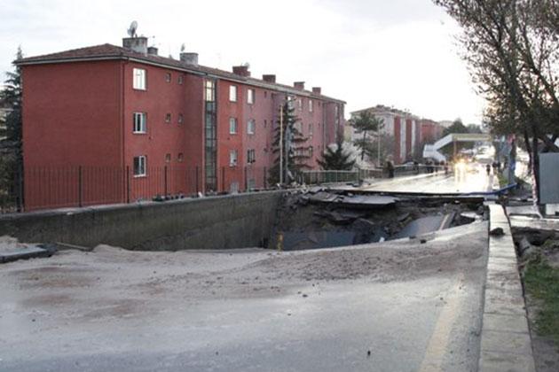 Ankara'da Asfalt Çöktü