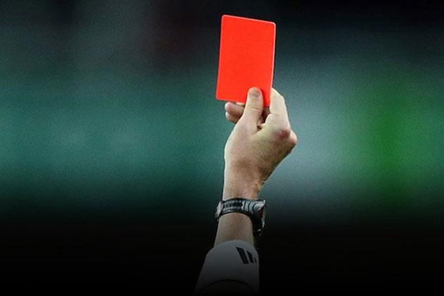 Amatör Maçta Çıkan 15 Kırmızı Kart Maçı Tatil Ettirdi