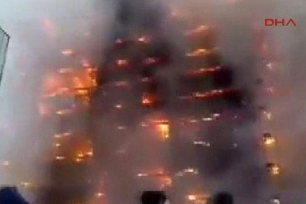 Azerbaycan'da Bir Bina Alev Alev Yandı
