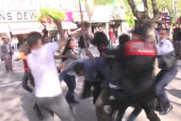 Uşak'ta HDP'li Grubun Standı Dağıtıldı