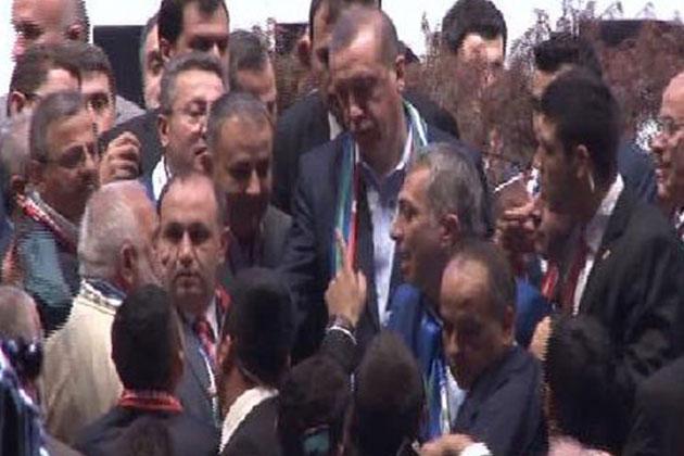 Cumhurbaşkanı Erdoğan Korumalarını Korudu