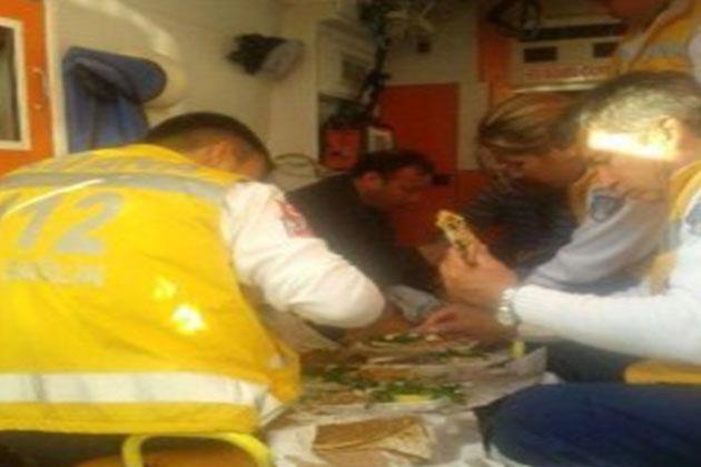 Adana'da 112 Acil Servis Çalışanları Ambulansta Lahmacun Yedi