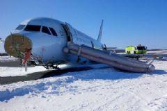 Kanada'ya Ait Yolcu Uçağı Gövde Üzerine İniş Yaptı