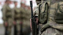 Cinnet Getiren Asker 2 Arkadaşını Ağır Yaraladı