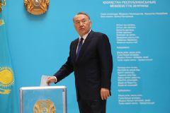 Kazakistan Devlet Başkanı Nazarbayev Tekrar Seçildi