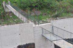 Rize'de İstinat Duvarı Asma Köprüyü İkiye Böldü