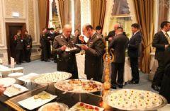 Bakan Yılmaz'dan 2 Bin Kişiye Çırağan'da Akşam Yemeği