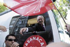 Bozkurt Yaparak Kılıçdaroğlu'nun Elini Öptü