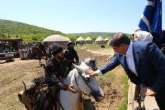 Başbakan Davutoğlu Diriliş Ertuğrul'un Setinde
