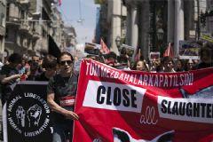 Taksim'de Hayvanseverler Mezbahaları Protesto Etti