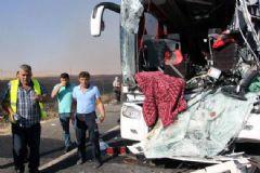 Nusraybin'de Otobüs ve Tanker Çarpıştı, 2 Ölü, 13 Yaralı