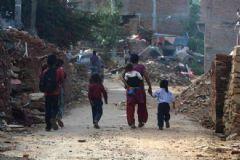 Türk Kızılay'ı Nepal'in Yaralarını Sarmaya Çalışıyor