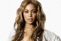 Ünlü Şarkıcıya 7 Milyon Dolarlık Dava
