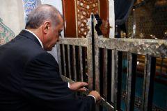 Eyüp Sultan Türbesi Ziyarete Açıldı