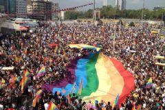 LGBT Onuruna Facebook Renklendi