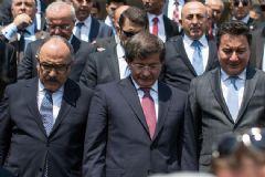Davutoğlu Koalisyon Görüşmeleri İçin İki Komisyon Kurdu