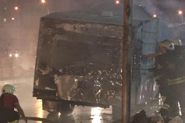 Ak Parti İl Başkanlığı Önündeki TOMA'ya Bombalı Saldırı