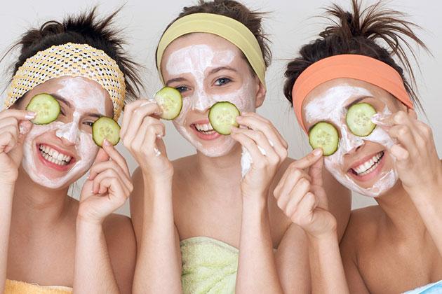 Yüz Terlemelerine Salatalık Maskesi Uygulayın