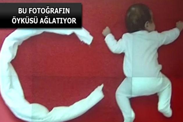Türk Bayrağı Yapan 2,5 Aylık Bebek Fenomen Oldu