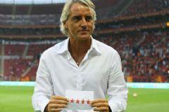 Galatasaraylı Futbolculardan Eski Hocaya 4 Yıldızlı Gönderme