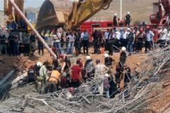 İzmir'de İskele Çöktü: 4 İşçi Enkaz Altında