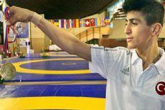 Milli Güreşçi Kerem Kamal Avrupa Şampiyonu Oldu