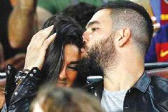 Arda Turan Sevgilisi ile Barcelona Maçını İzledi