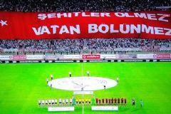 Beşiktaş Trabzonpor Maçında Tribünde Dev Pankart
