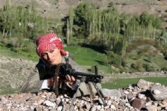 Tuğba Özay Poşulu Ve Tüfekli Fotoğrafı İçin Açıklama Yaptı