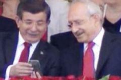 Davutoğlu ve Kılıçdaroğlu Samimiyeti Fotoğraflara Yansıdı