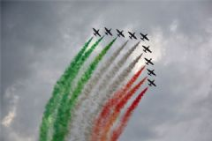 Türk Yıldızları İtalya'da Rüzgar Gibi Esti
