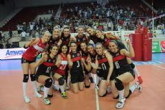 İsrail'i Deviren Türk Milli Bayan Voleybol Takımı Finale Yükseldi