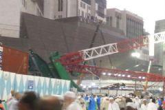 Kabe'de Vinç Kulesi Devrildi: Ölü ve Yaralılar Var
