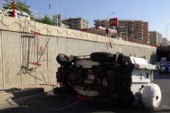 Zırhlı Polis Aracı Alt Geçide Düştü: 3 Polis Yaralı
