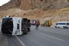 Çevik Kuvvet Otobüsü Devrildi:10 Yaralı
